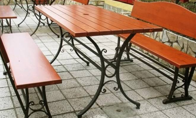 Метални мебели за дома и градината